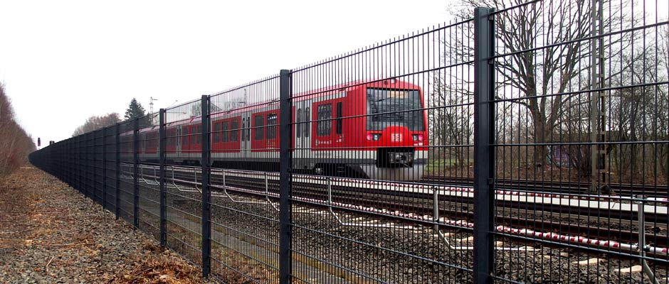 Doppelstabmattenzaun an einer DB Strecke