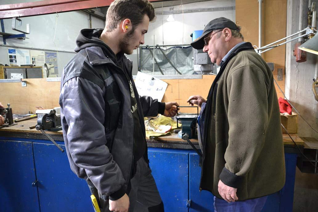 Die Ausbildung für Metallbauer*in - Fachrichtung Konstruktionstechnik findet bei Gawron im ersten Jahr in der Lehrwerkstatt statt.