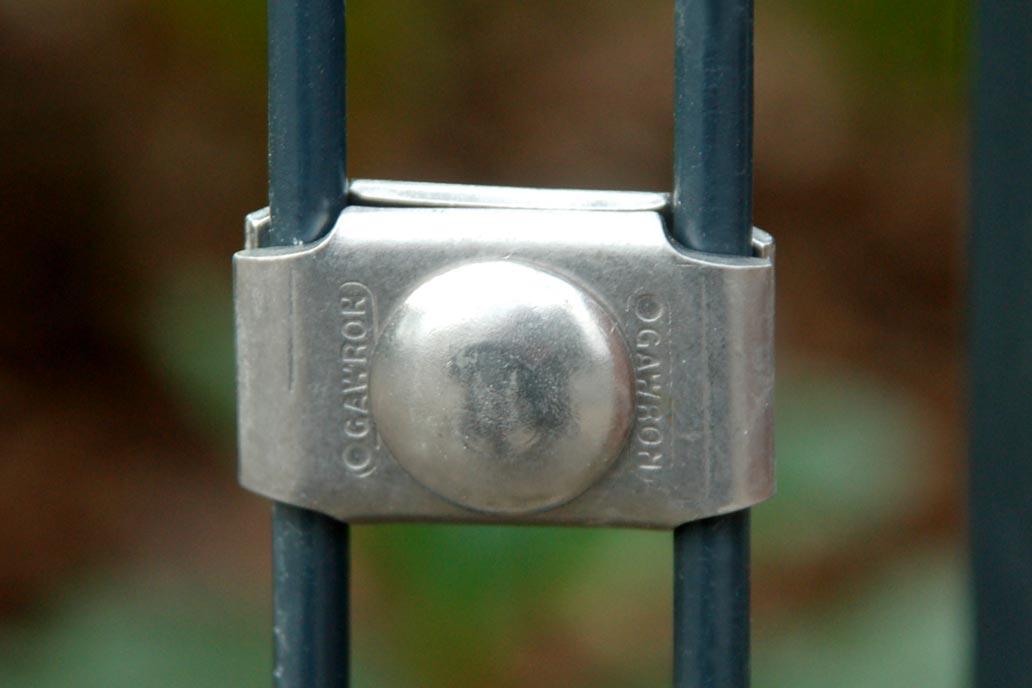 Gawron Edelstahl Eckverbinder ist ein beliebtes Zaunzubehör.