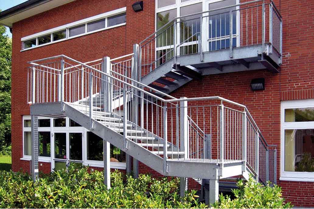 Rettungsweg Treppe freitragend Stahlbau Notausgang