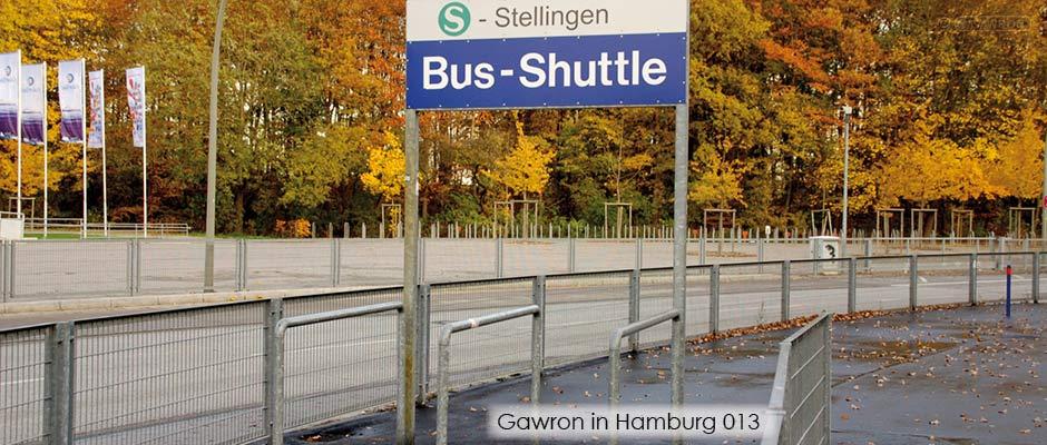 Zäune und Leitbügel am Bus-Shuttle des Stadion am Volkspark
