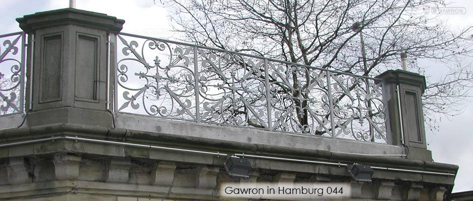 Saniertes Geländer an der Mundsburger Brücke von 1870