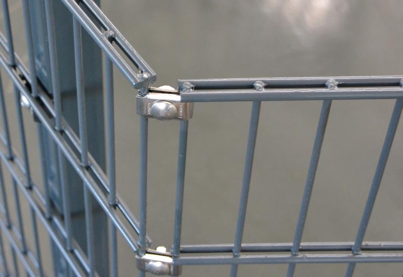 Ausbildung einer Ecke zweier Stahlmatten mit Gawron Eckverbindern aus Edelstahl.