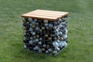 Gabionenhocker mit Ballfüllung