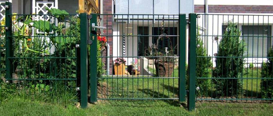 Stahlmattentür Typ Sonja an einem Hausgarten