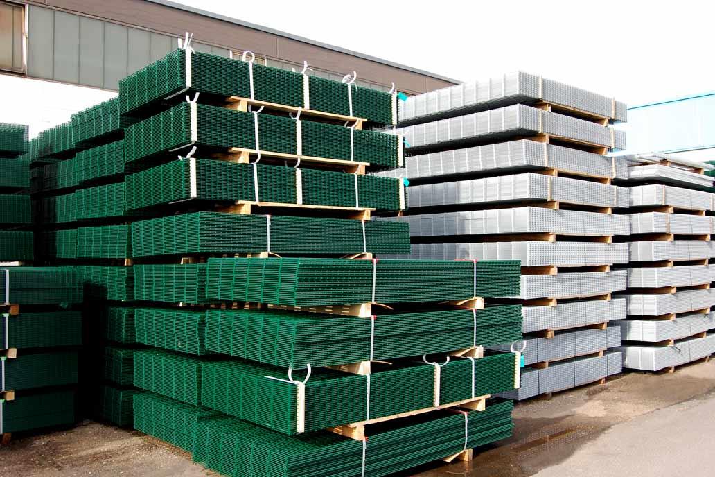 Doppelstabmatten in verschiedenen Qualitäten, Höhen und farblichen Beschichtungen sind in großen Mengen vorrätig bei Gawron & Co in Rellingen.
