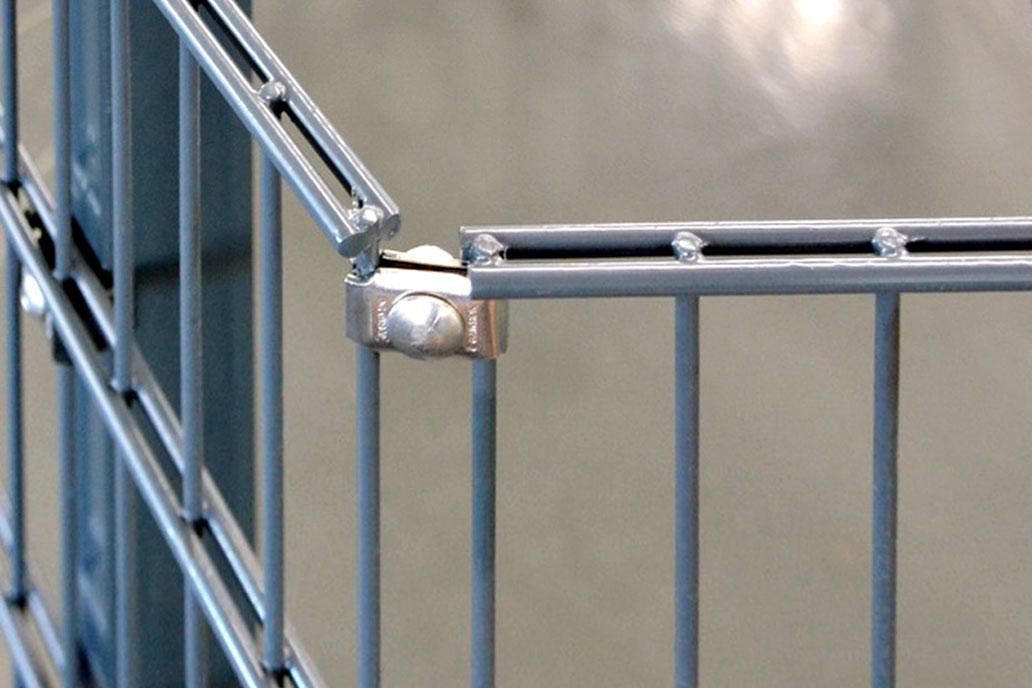 Der edelstahl Eckverbinder von Gawron verbindet zwei Stahlmatten ohne einen Pfosten.