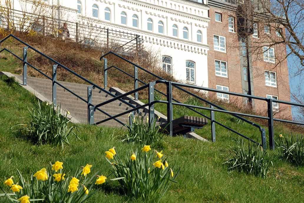 Geländer an der Treppe zum Aussichtspunkt über den Landungsbrücken in Hamburg