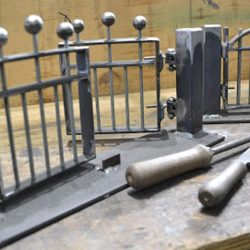 Tormodelle angefertigt während der Ausbildung Metallbauer*in im Fachbereich Konstruktionstechnik in der Lehrwerkstatt