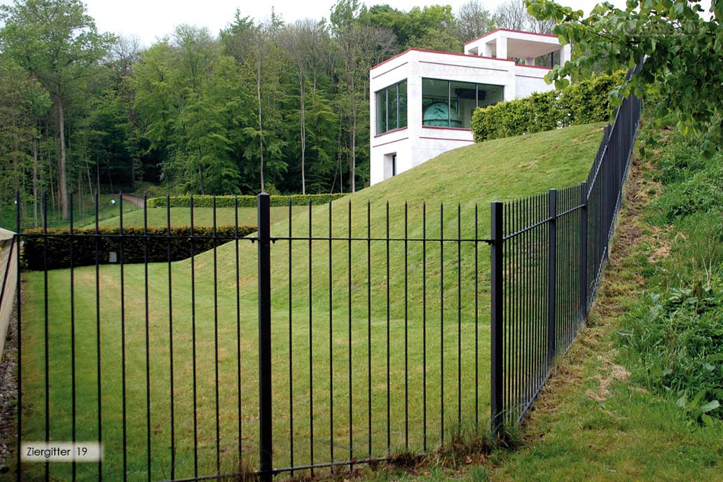 Filigranes Frontgitter um den Barockgarten am Globushaus Schloss Gottorf