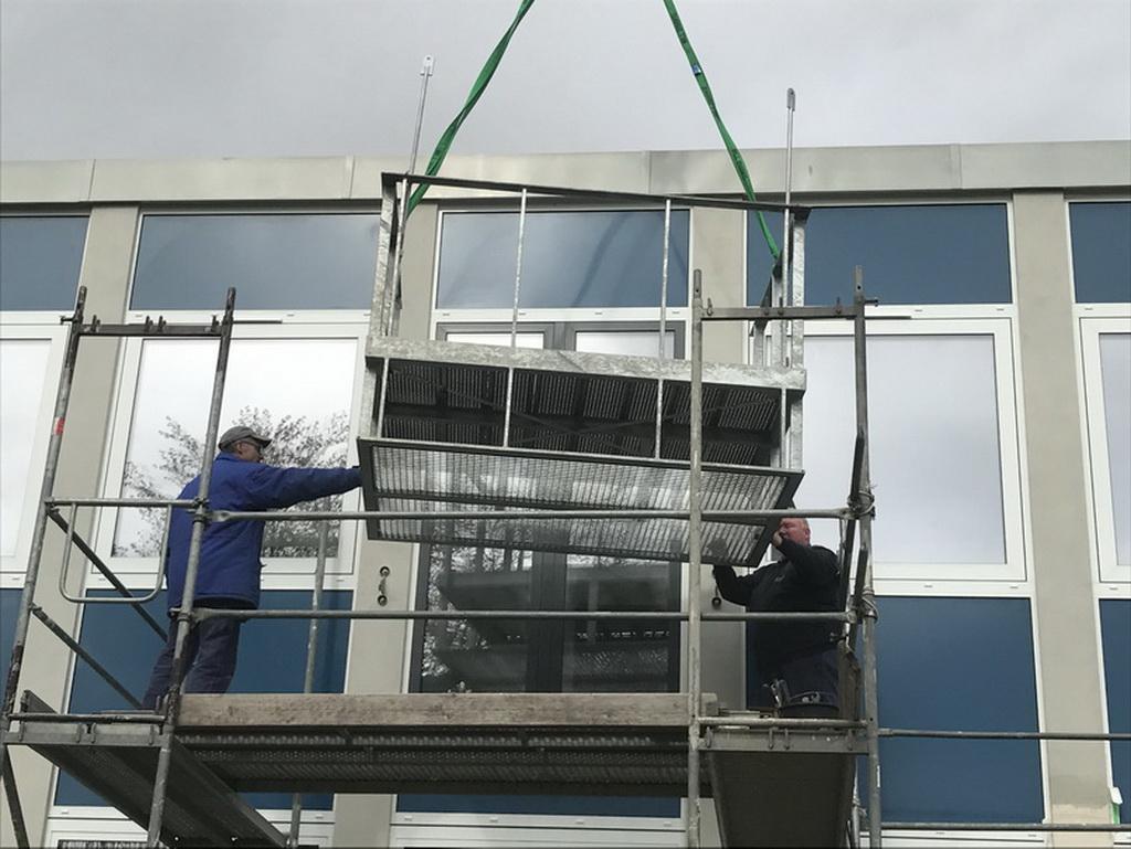 Balkon, Stahlkonstruktion, auskragend, Brüstung, Gawron